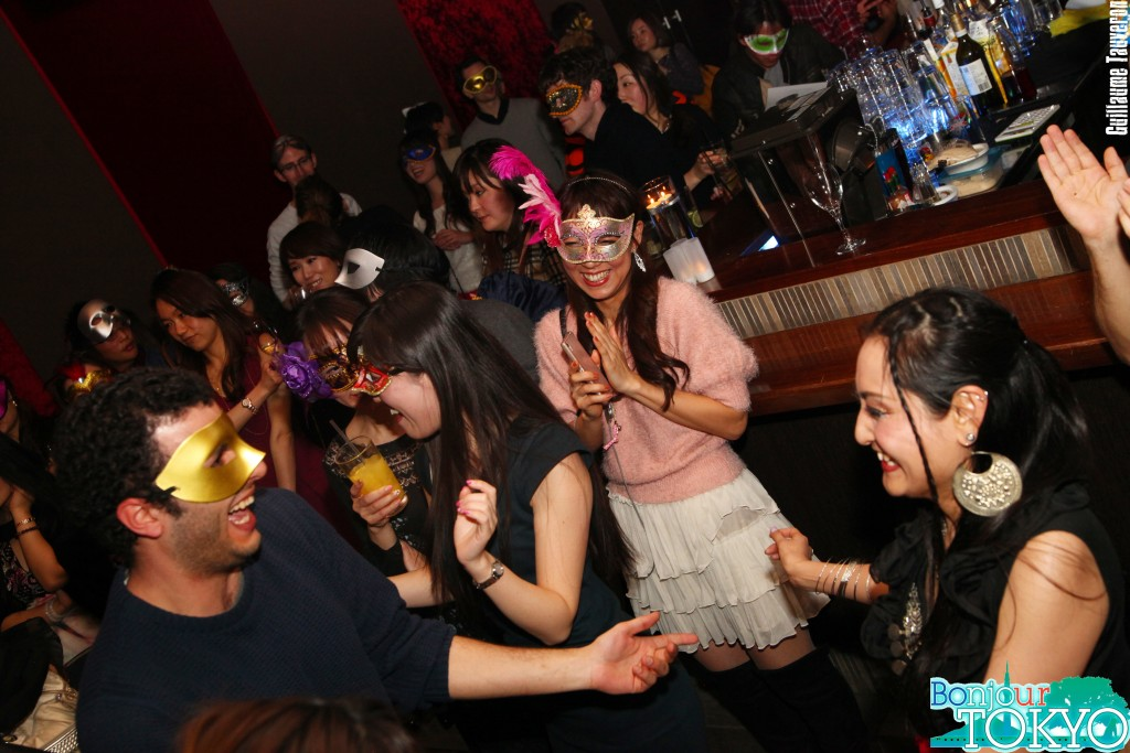 Prenez un verre aux soirées pour célibataires de Bonjour Tokyo