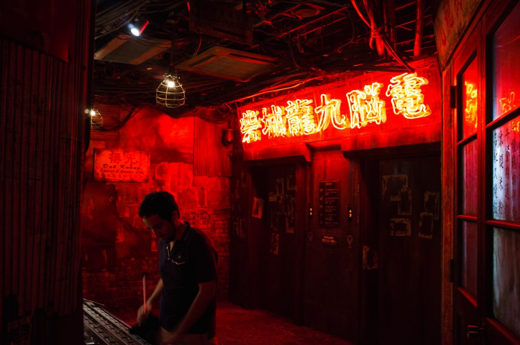 The entrance brings us directly into the Kowloon atmosphere.
