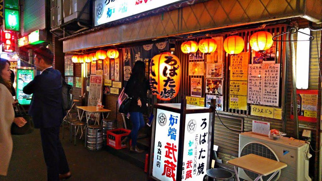 Voici l'entrée d'un excellent restaurant à Shinbashi : Musashi Robata.