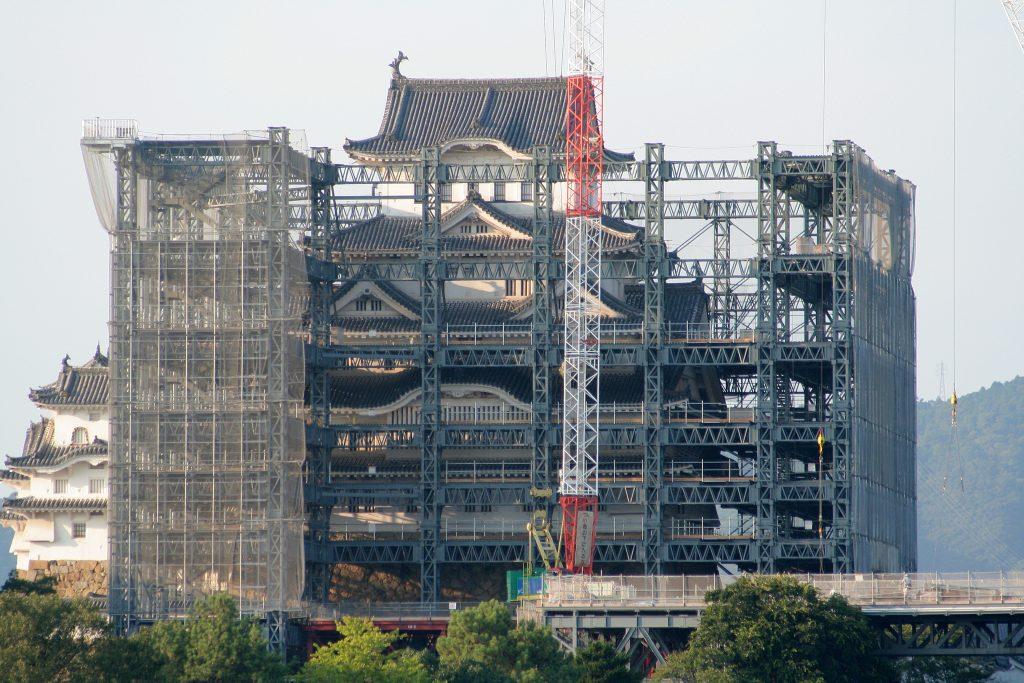 히메지성의 주 천수각 (덴슈카쿠) 리노베이션은 2010년에 이루어 졌습니다.