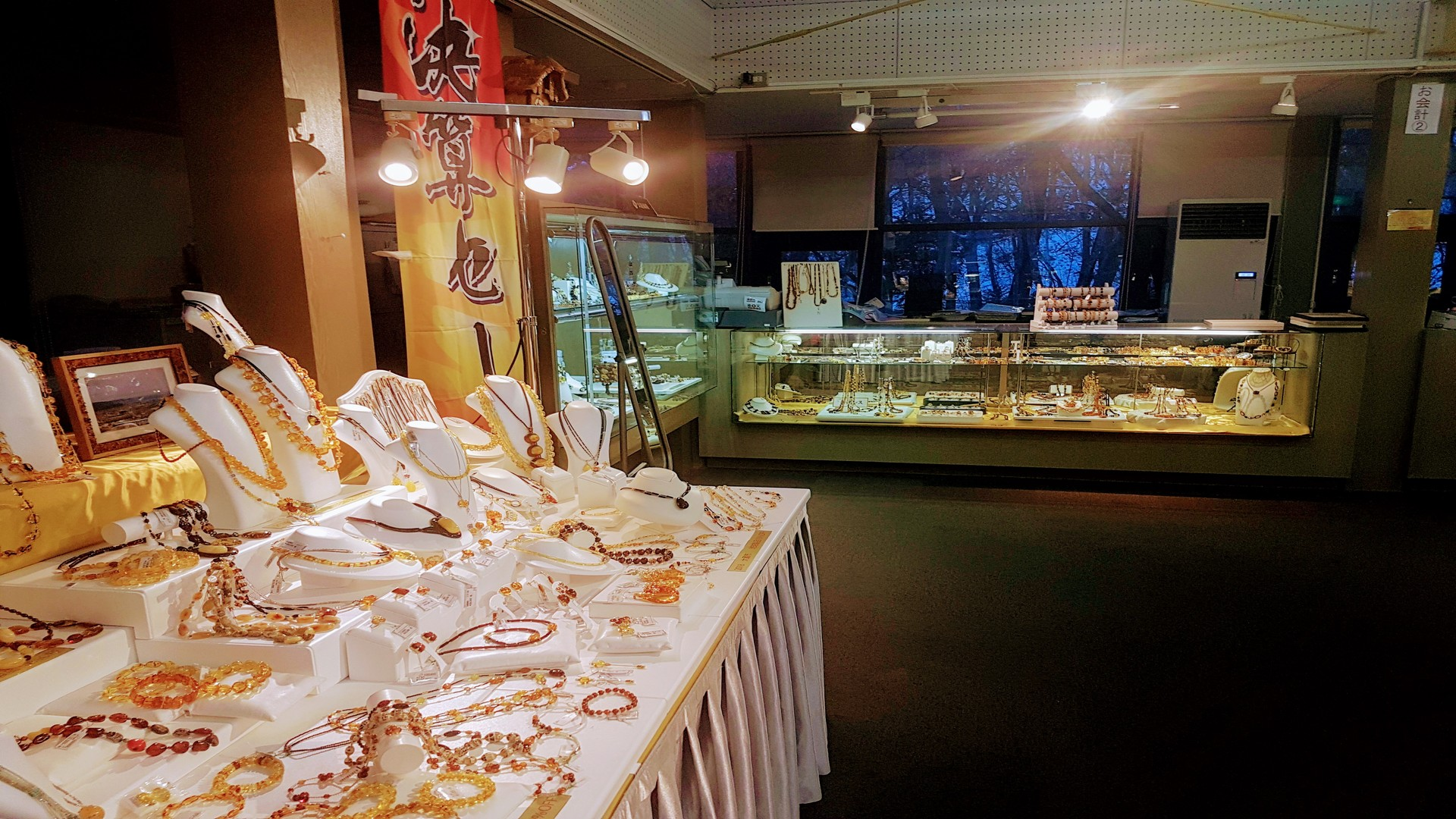 Une partie de la boutique officiel du musée de l'ambre de Kuji.