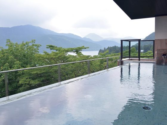 Infinity pool at Ryuguden hotel in Hakone. This pool is outdoors. It has a breathtaking view of Mount Fuji and Lake Ashi.