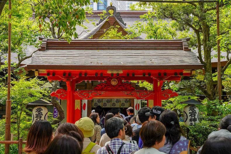 Le hall principal d'Atago Jinja pendant la Golden Week.
