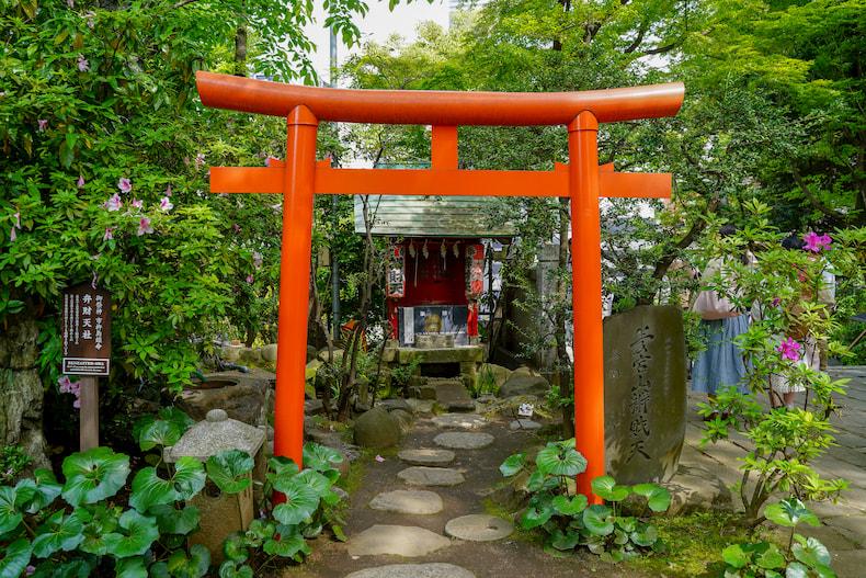 L'autel en l'honneur de Benzaiten à Atago Jinja.
